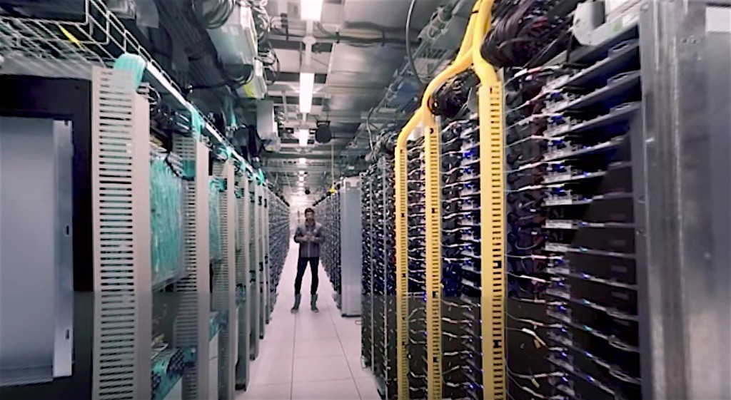 Visit To Google Data Center In 360 Degree Video - 1