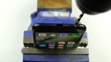 This Guy Drills His iPhone 7 Because He Really Missed The Headphone Jack
