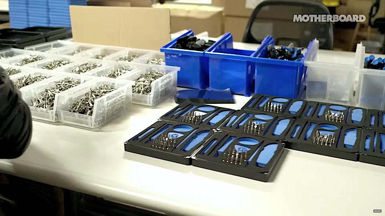 iFixit Behind The Scene 00003